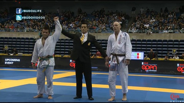 Master Roberto wins his final match in Pan Ams 2013 from naples brazilian jiu jitsu